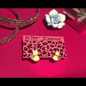 Betsey Johnson little yellow cat earrings